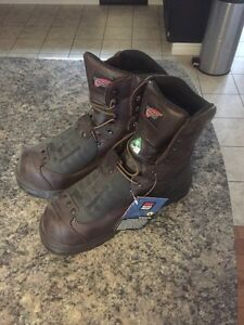 Redwing safety boots Sarnia Sarnia Area image 1