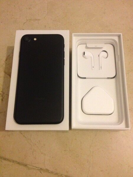 iPhone 7 with box NEARLY NEW