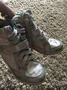 Like new Justice girls glitter high tops size 3.