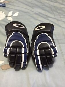 Oakley hockey gloves