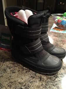 Brand new Size 3 cougar winter boots