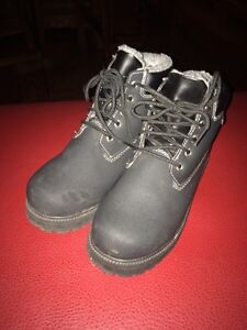 Ladies size 5.5 winter boots - waterproof