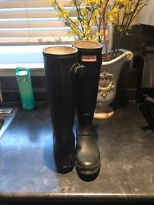 Hunter boots size 6  London Ontario image 3