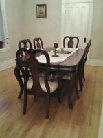 Solid Oak Dining Room Set (Salle a manger)Table,6 chairs,Cabinet