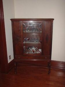 ANTIQUE DINING TABLE HUTCH SIDEBOARD London Ontario image 1
