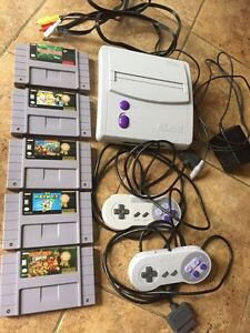 Excellent condition SNES bundle, all original.