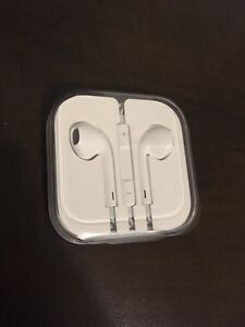 Apple EarPods With Remote and Mic - Brand New