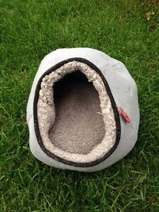 Cozy pet cave bed London Ontario image 1