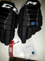 signed authenticated connor mcdavid hockey gloves