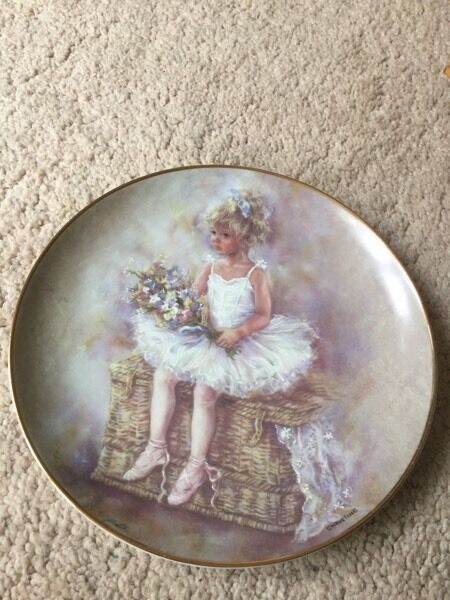 "Leonardo collection plate 8"" waiting in the wings very good condition sorry but collection only"