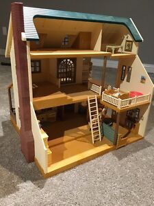 Calico Critter House with furniture and families