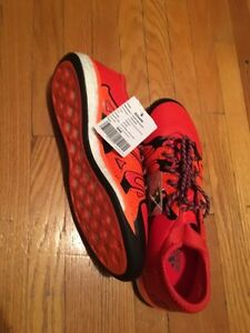 Men's size 9 indoor soccer / running shoe for sale