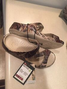 "Women's size 7 camo ""dawgs"" brand new"