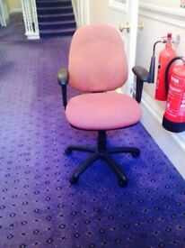 L@@K USED BLACK / PINK COMPUTER CHAIR £12.50
