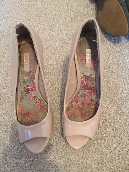 Next peep toe nude patent sandals sz5
