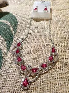 BRAND NEW Jewellery Set Necklace & Earrings in Fuchsia/Silver
