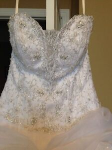 Ball gown wedding dress size 14-16 London Ontario image 9
