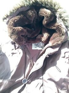 Women's ROOTS down filled parka size L-great condition London Ontario image 2