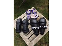 Junior motocross protection. Elbow & knee protection. Racing gloves. Great condition. Racing gear.