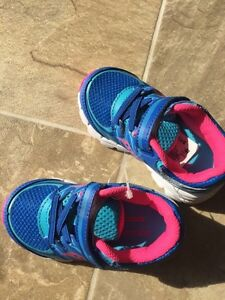 BRAND NEW Saucony girls size 6 runners Peterborough Peterborough Area image 2