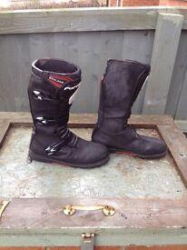Forma Boulder trials boots UK10 EU45