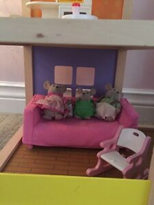 Hape Doll House and accessories  Cambridge Kitchener Area image 2