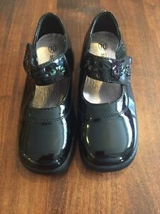 Girls size 10 dress shoes by Smartfit