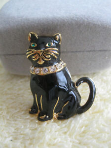ADORABLE VINTAGE BROOCH that's PURRR-FECT for the CAT LOVER