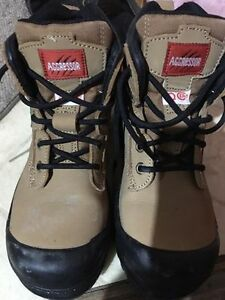Aggressor work boots size 5.5