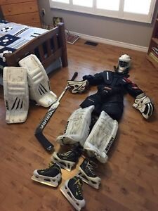 Youth Goalie Equipment Belleville Belleville Area image 1
