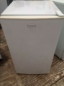 White daewoo undercounter fridge freezer good condition with guarantee bargain