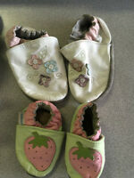 Robeez soft sole booties fit size 6-12M ans 12-24M , $5each