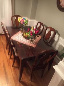 Dining Table and Chairs for Sale !