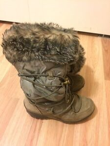 Girls Cougar size 13 winter boots