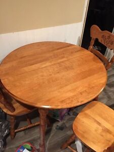 Oak table with two leaves and 8 chairs