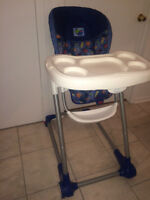 2 CHAISES HAUTES / 2 HIGH CHAIRS FOR SALE (great condition)
