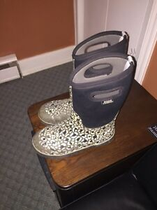 Youth Bogs Boots size 6