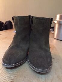 Light brown ankle boots size 4