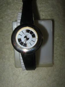 NEAT & ATTRACTIVE BATTERY-OPERATED JAPANESE MEN'S / LADY'S WATCH