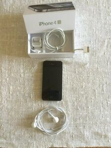 IPhone 4S 16G Black in good condition with charger and ear plugs