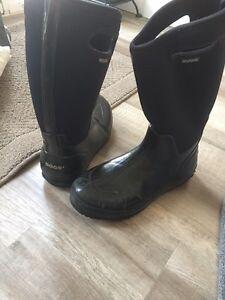 Women's Bogs boots size 11.