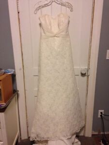 Beautiful Lace Wedding Dress by Mari Lee (Madeline Gardner)