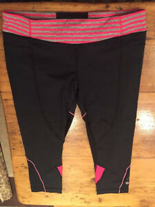 Lululemon crops, size 12. Never worn.