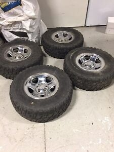 4 mags and tires 31 10.5r15