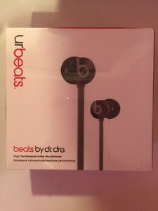 URBEATS by dr. DRE. Grey/black West Island Greater Montréal image 1