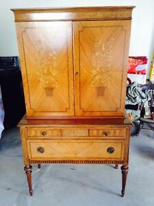 BEAUTIFUL ANTIQUE HUTCH FOR SALE - NEW PRICE!