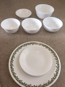 8 pieces of Corelle dishes - must go