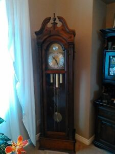 ANTIQUE GRANDFATHER CLOCK IN EXCELLENT CONDITION Windsor Region Ontario image 1