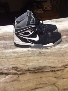 Nike shoes high tops almost like new. Size 10