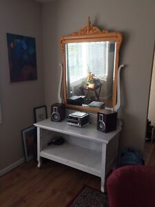 Mirrored hutch and ottoman  Comox / Courtenay / Cumberland Comox Valley Area image 1
